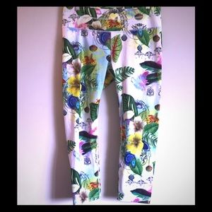 Sonar Capris with Tropical Bay Leaf Print
